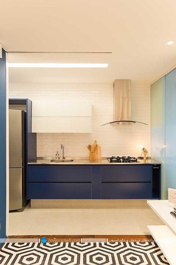 دکوراسیون آشپزخانه با کابینت سرمه ای و دیوارهای سفید رنگ ، کابینت آبی رنگ شیک و مدرن در کنار دیوارهای آجری سفید رنگ ، دکوراسیون آشپزخانه با آبی و سفید