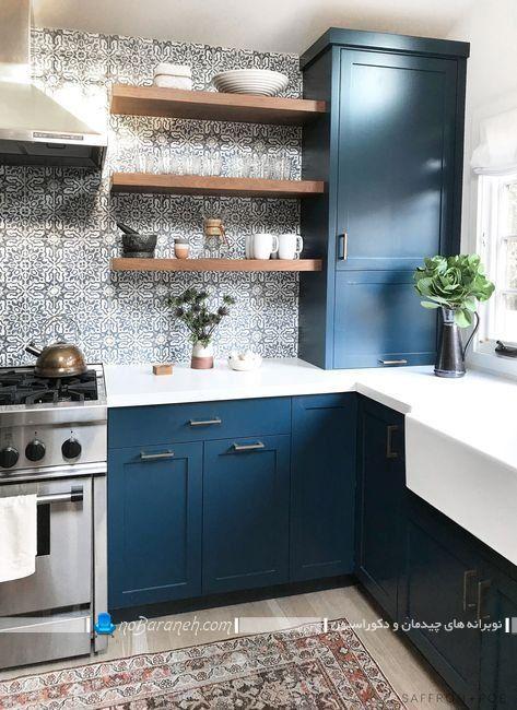 کابینت رومی آبی رنگ با صفحه های سفید ، مدل جدید کاشی بین کابینتی فانتزی و طرح دار ، دکوراسیون شیک و مدرن آشپزخانه