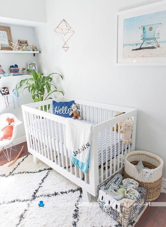 تخت نوزاد ایکیا با طراحی ساده و سفید رنگ