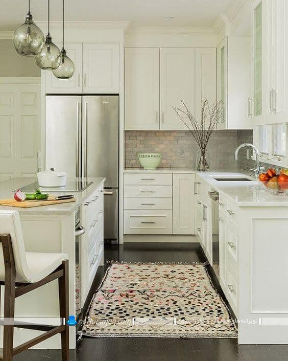میز جزیره برای آشپزخانه کوچک ، مدل کابینت های سفید رنگ آشپزخانه ، کابینت ساده و شیک با میز جزیره