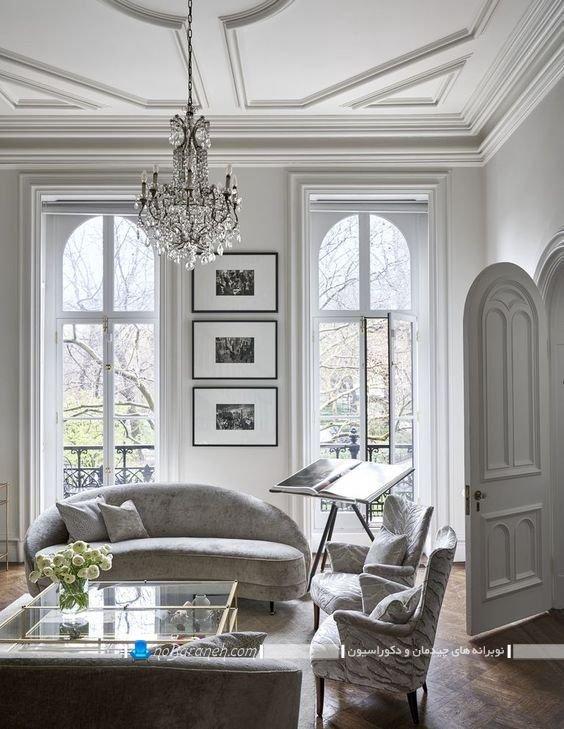 چیدمان شیک اتاق پذیرایی به سبک فرانسوی سنتی و کلاسیک زیبا. تزیین شیک و سلطنتی اتاق پذیرای با مبل راحتی فانتزی و رنگ سفید با عکس.