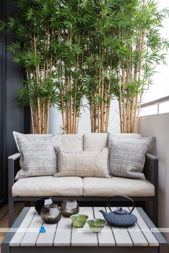 تزیین شیک تراس خانه با گیاهان ، تزیین تراس با گیاهان سبز و طبیعی زینتی ، مبل راحتی شیک و مدرن برای تراس و بالکن