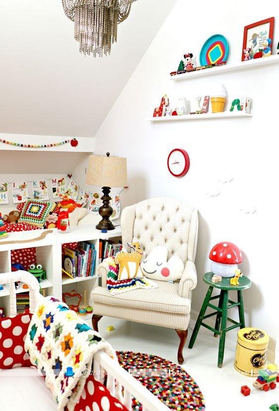 رنگ آمیزی اتاق نوزاد با رنگهای شاد، تزیین شیک و کلاسیک اتاق بچه ها ، دیزاین نیمه سلطنتی اتاق بچه با رنگ سفید، مبلمان اتاق نوزاد