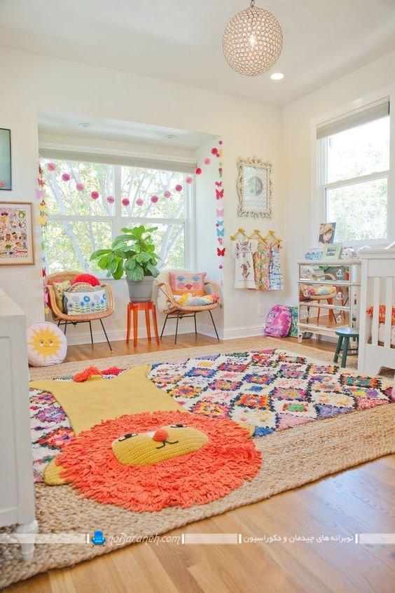 رنگ آمیزی اتاق کودک نوزاد دختر ، مدل فرش مناسب اتاق نوزاد با رنگ بندی شاد ، دکوراسیون اتاق خواب نوزاد به شکل شیک و مدرن و زیبا، تزیین اتاق نوزاد با دیوارهای سفید رنگ