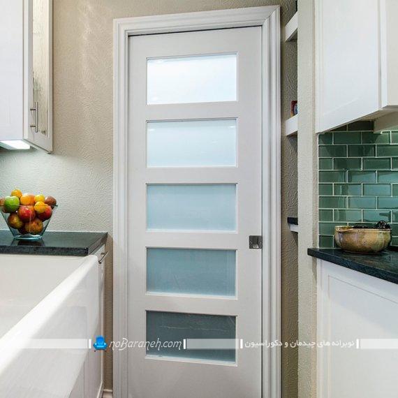 درب آشپزخانه با جنس چوبی و شیشه ای مدرن و شیک. مدل های جدید درب آشپزخانه