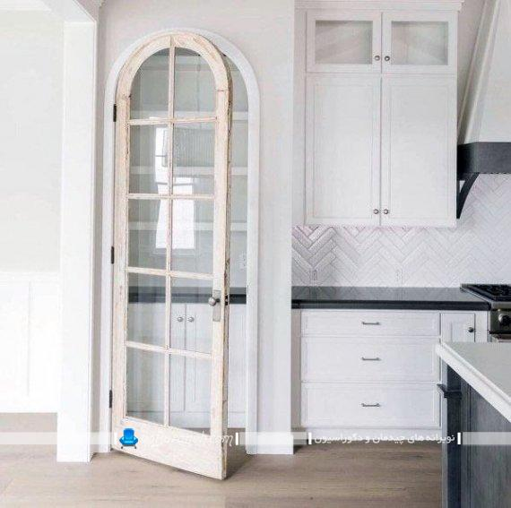 مدل کلاسیک در آشپزخانه در مدل های سنتی و شیک با جنس چوبی و شیشه ای.