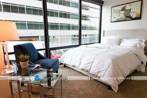 صندلی تک نفره فانتزی شیک مدرن برای اتاق خواب. صندلی و مبل یک نفره برای چیدمان در کنار تخت خواب. مدل های جدید صندلی تک نفره با رنگ آبی نفتی سلطنتی یا آبی درباری و روشن.
