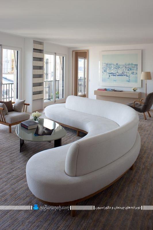 دکوراسیون گرد و هلالی اتاق پذیرایی با کاناپه راحتی یک تکه فانتزی شیک مدرن