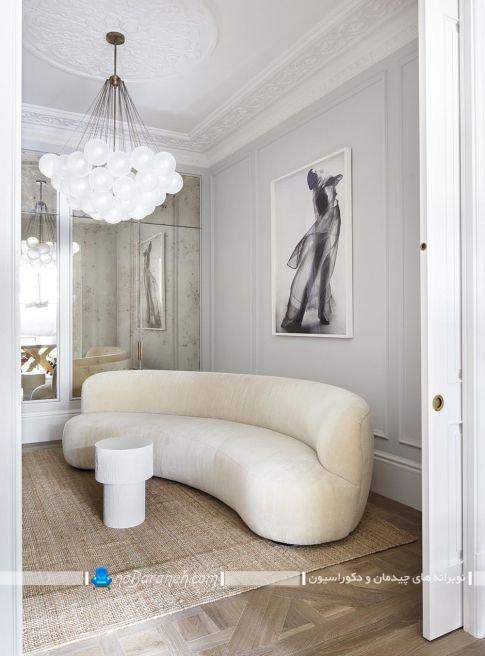 چیدمان هلالی و گرد اتاق پذیرایی با مبل و کاناپه راحتی نیم دایره فانتزی شیک مدرن