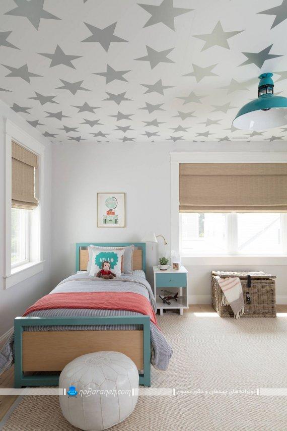 کاغذ دیواری روی سقف اتاق کودک. تزیین سقف اتاق کودک با کاغذ دیواری شیک مدرن فانتزی.