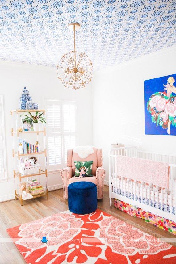 تزیین شیک و جذاب سقف اتاق کودک با کاغذ دیواری فانتزی و مدرن طرح دار